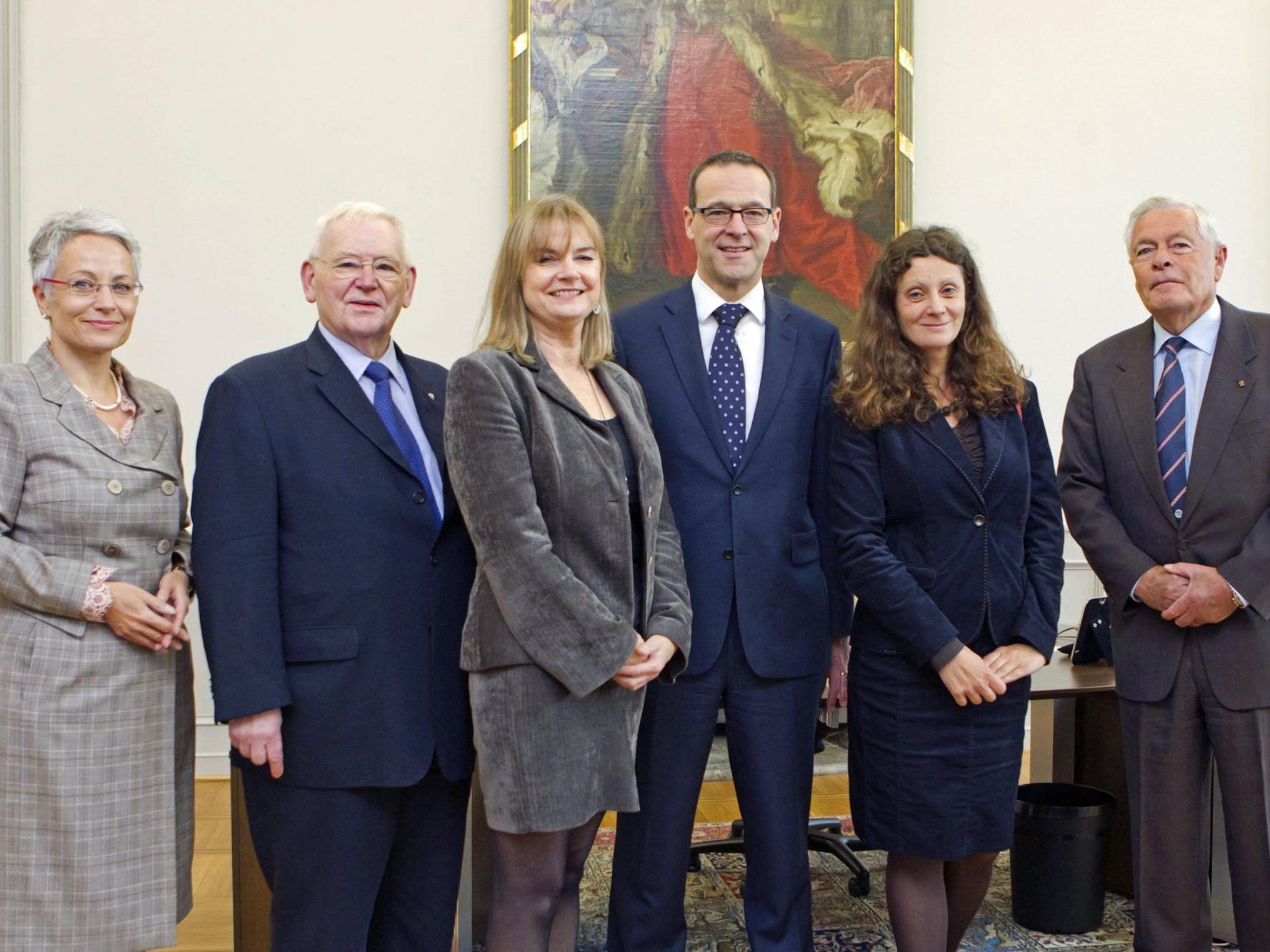 Foto: Sir Simon McDonald, Mayoress Cappel, MAC-Bonn